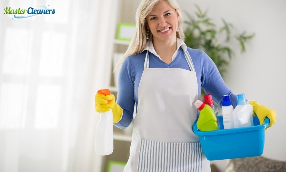 What is the best homemade bathroom cleaner?