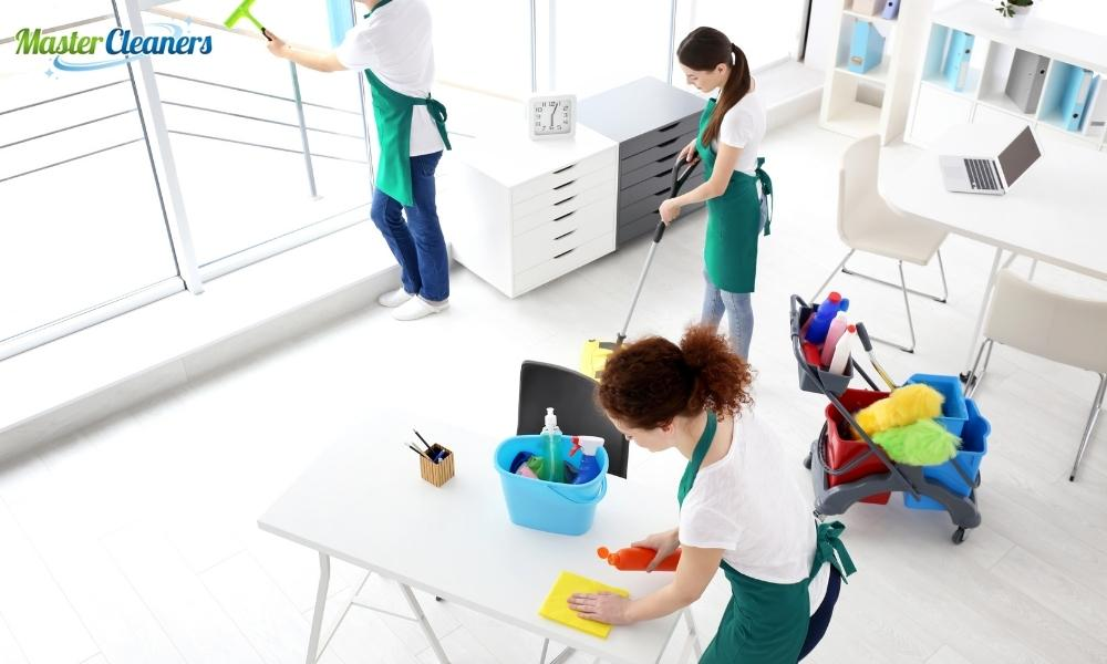 How long do cleaners take to clean a house?